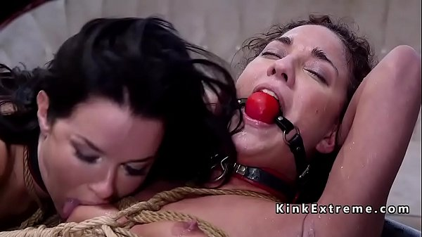 Threesomes, Squirt anal