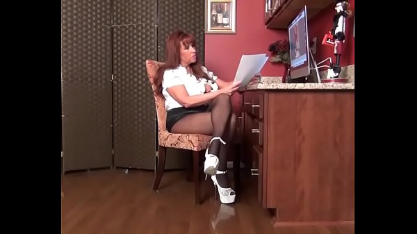 Secretary, Pov mom